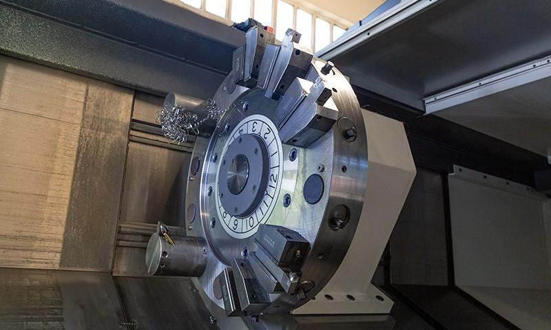 Tornos potentes y profesionales especializados en mecanizado de piezas. Talleres Sagareche.